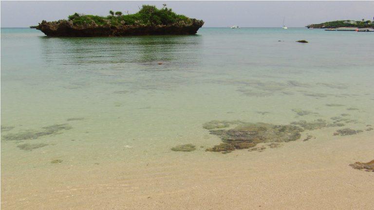 恩納村のナビービーチ!バーベキュー、シュノーケリングでビーチを満喫!