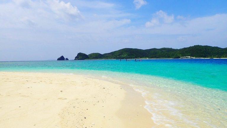 ケラマブルーを気軽に堪能できる無人島!嘉比島ビーチ(座間味島)